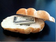 Hide money Gift - Give 'um bread, what a cool idea! They will think your giving them a stale bagel and then, bam! Creative Money Gifts, Cool Gifts, Unique Gifts, Best Gifts, Money Gifting, Gag Gifts, Craft Gifts, Hide Money, Money Origami