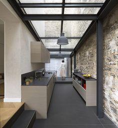 Plus belles maisons de paris : projet de Think Tank Architecture vue de la cuisine