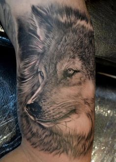 Amazing 3D Wolf Face Tattoo On Shoulder photo - 1