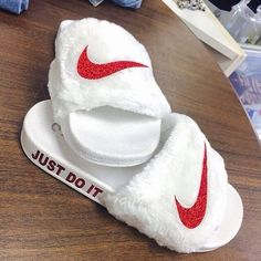 online store 94479 ea3e0 30 Slides Shoes You Will Want To Try. Nike SlidesMandelformade NaglarSkor  ...