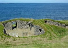 The Knap of Howar is located on the Scottish island of Papa Westray and is home to a Neolithic farmstead dating back to 3500 BC. Made up of two adjacent rounded rectangular thick-walled buildings with very low doorways facing, the farmstead is believed to be the oldest preserved stone house in northern Europe.