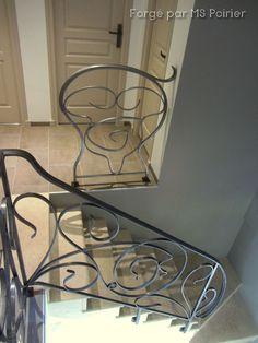 Création en ferronnerie Art Nouveau d'une barrière et d'une rampe d'escalier #Art #Nouveau #barrière Escalier Art, Art Nouveau, Iron Stair Railing, Wrought Iron Stairs, Modern Stair Railing, Modern Staircase, Banisters