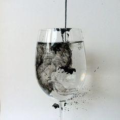 wineglass-black-color-white