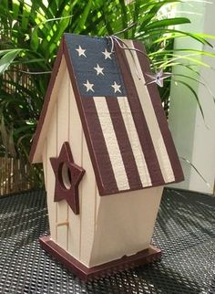 Rustic Americana birdhouse - its not just for the birds! Birdhouse Craft, Birdhouse Designs, Birdhouse Ideas, Rustic Birdhouses, Painted Birdhouses, Bird House Plans, Bird House Kits, Bird Houses Painted, Bird Houses Diy
