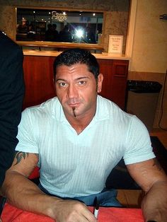 Former WWE superstar Batista made his MMA debut tonight and we have the video. Come see Dave Bautista take on Vince Lucero in a heavyweight collision.
