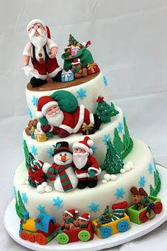 Bolo decorado com pasta americana para o Natal