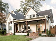 The farmhouse exterior design totally reflects the entire style of the house and the family tradition as well. The modern farmhouse style is not only for interiors. It takes center stage on the exterior as well. Exteriors are adorned with bright-siding, t Exterior Design, Modern Farmhouse, Modern Farmhouse Exterior, New Homes, Front Porch Decorating, House Colors, Farmhouse Front Porches, Farmhouse Plans, Porch Design