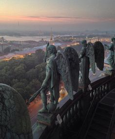 Angels, atop St Isaac's Cathedral, St Petersburg, Russia. *Photograph/copyright NOT mine Art Et Architecture, Russian Architecture, Beautiful Architecture, St Petersburg Russia, St Pétersbourg Rússie, Renaissance Art, Oeuvre D'art, Beautiful Places, Scenery