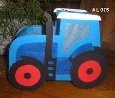Hier biete ich eine Laterne an, die _letztes Jahr der Renner war_. *Traktor - Trecker* in Wunschfarbe (muss nicht blau sein) Ich fertige die Laternen in versch. Größen an. Ich finde es...