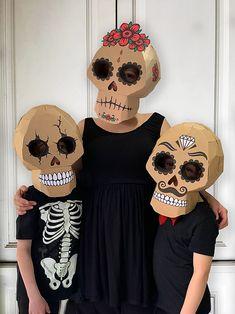 Cardboard Costume, Cardboard Mask, Cardboard Crafts, Maske Halloween, Halloween Kostüm, Halloween Costumes, Women Halloween, Frankenstein Costume, Halloween Diy