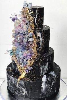 Be in trend! Geode Wedding Cakes For Stylish Event ♥ Geode wedding cakes have become bridal must-haves this season. Move away from traditional wedding cakes and impress your guests with jaw dropping trend! #wedding #cake #weddingcake #weddingforward Crazy Wedding Cakes, Black Wedding Cakes, Elegant Wedding Cakes, Elegant Cakes, Beautiful Wedding Cakes, Gorgeous Cakes, Wedding Cake Designs, Wedding Cake Toppers, Amazing Cakes
