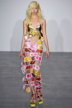 See the Fyodor Golan spring/summer 2016 collection. Click through for full gallery at vogue.co.uk Fashion Project, Spring Summer 2016, Spring Summer Fashion, Flower Fashion, Runway Fashion, Fashion Art, London Fashion, Catwalk, Rainbow Connection