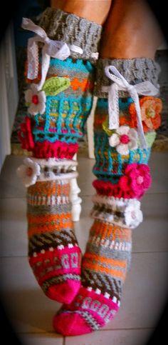 """Ihanaa marraskuista perjantaita ystävät rakkaat!  Nykyisin tulee harvakseen näitä postauksia kun nuo sukat ovat """"vä..."""