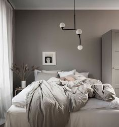 Simple room: ideas for decorating a room with few features - Home Fashion Trend Blue Bedroom Decor, Home Bedroom, Modern Bedroom, Bedroom Rustic, Bedrooms, Greige, Minimalist Bedroom, Style At Home, My Living Room