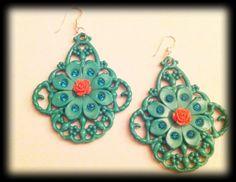 orecchini in resina verdi con strass e fiore rosa.Perno in argento