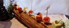 Une recette proposée par l'Auberge Lou Pinatou à Solignac-sous-Roche, une petite auberge perchée sur un éperon rocheux avec une vue à couper le souffle, c'est ici que Charlotte Lutz vous régale avec ses gourmandises sucrées et Alexandre Roy, son compagnon, est en cuisine pour le salé. Un couple passionné par les bons produits frais et locaux, de saison et inspiré par leur talent créatif ! Lutz, Souffle, Charlotte, Dairy, Pudding, Cheese, Desserts, Food, Bavarian Cream