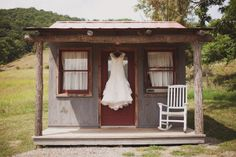 Farm wedding, Great idea to show off the wedding dress
