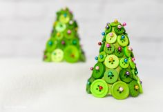 DIY Button Christmas Trees - Buttons, straight pins, and foam cone equal an adorable and easy-to-make Christmas tree! Sta…