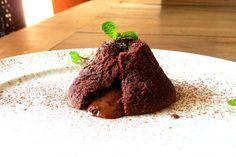 Trouxe pra vocês a receita do petit gateau de tapioca sem glúten e sem lactose. Venham aprender!