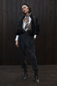 Brunello Cucinelli Fall 2020 Ready-to-Wear Fashion Show - Vogue Moda Vintage, Brunello Cucinelli, Fashion Show Collection, Models, Fashion 2020, Vogue Fashion, Fashion News, Fashion Outfits, Womens Fashion