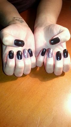 Acrylic Tips *Black, shellac, glitter ring finger*