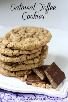 Oatmeal Toffee Cookies - Butter With a Side of Bread #recipe #cookie
