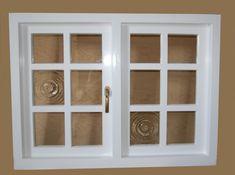 Drewniane okno, białe