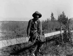 A Depression-era hobo–one of thousands who traveled the roads and rails of the United States during the 1930s.
