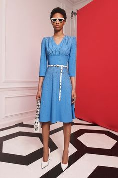 Jul 2019 - The complete Michael Kors Collection Resort 2020 fashion show now on Vogue Runway. Fashion Mode, Fashion Over 40, Fashion Week, Fashion 2020, Urban Fashion, Runway Fashion, Fashion Show, Fashion Tips, Fashion Trends