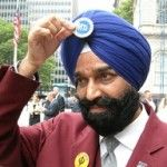 Patriots. IMPORTANT. Difference between Sikhs and Muslims. Please read and share!  PATRIOTS: KNOW THE DIFFERENCE BETWEEN INDIAN SIKH WITH A TURBAN & ISLAMIC/MUSLIM HEADGEAR:  Please take the time to read and Understand the differences. During active duty in the Corps I have had the honor to fight in Specops alongside these brave loyal men.  I know of and vouch for their integrity.