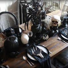 Learn how to create this Faux Iron Witches' Cauldron by adding texture, faux rust, aging powder, paint, and more to a Halloween Decoration. Halloween Dinner, Up Halloween, Halloween Season, Modern Halloween, Family Halloween, Gothic Halloween Decorations, Halloween Home Decor, Bff, Witch Party