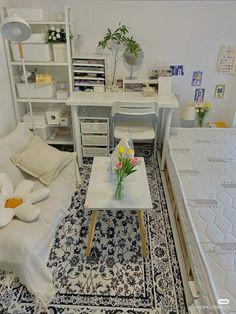 Small Bedroom Hacks, Cozy Small Bedrooms, Stylish Bedroom, Study Room Decor, Cute Room Decor, Small Room Design, Home Room Design, Korean Apartment Interior, Living Room Shelves