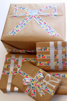 bow made out of washie tape .... genius for when in a hurry!  washi tape gift wrap
