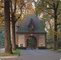 Entrance gate to the Vanderbilt Estate and Biltmore House, Asheville, NC - Went there last summer - fabulous! Biltmore Estate Asheville Nc, Biltmore Nc, American Mansions, North Carolina Homes, South Carolina, Old Fireplace, Gate House, Italian Garden, Gardens
