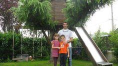 Laurent Viry conçoit et fabrique même des cabanes dans les arbres. Terrasse, balançoire, hamac et toboggan intégrés, pour la plus grande joie de ses enfants.