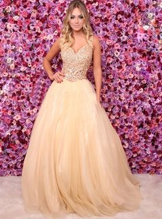 vestido dourado debutante Xv Dresses, Prom Dresses, Gowns, Formal Dresses, Top Y Pollera, Salsa, Ballroom Dress, 15th Birthday, Quinceanera Dresses
