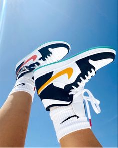 Sneakers Mode, Sneakers Fashion, Shoes Sneakers, Veja Sneakers, Chunky Sneakers, Men's Shoes, Jordan Shoes Girls, Girls Shoes, Souliers Nike