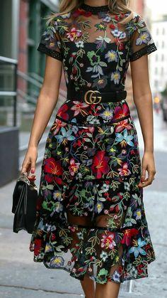 Foto Floral Fashion, Retro Fashion, Boho Fashion, Fashion Looks, Fashion Design, Modest Dresses, Pretty Dresses, Beautiful Dresses, Winter Fashion Outfits