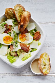 I could go for one right now: Caesar Salad Tapas, Feel Good Food, Love Food, Main Dish Salads, Healthy Eating, Clean Eating, Think Food, Cooking Recipes, Healthy Recipes