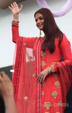 Aishwarya Rai Bachchan, who is the brand ambassador of Kalyan Jewellers, waves to her fans at the event. Indian Actress Photos, Beautiful Indian Actress, Indian Actresses, Beautiful Suit, Beautiful Saree, Diva Fashion, Suit Fashion, Indian Suits, Indian Wear