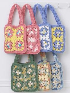 Granny Square Bags. ☀CQ #crochet #bags #totes  http://www.pinterest.com/CoronaQueen/crochet-bags-totes-purses-cases-etc-corona/