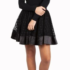 Gothic Rock, Lolita Outfit, Gothic Lolita, Ideias Fashion, Midi Skirt, Girls, Full Circle Skirts, Heart Shapes, Lace Skirt