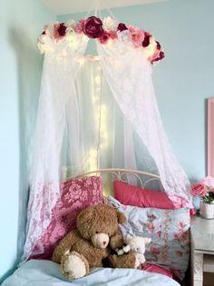 33 New Ideas For Bedroom Diy Canopy Simple Shabby Chic Canopy, Camas Shabby Chic, Modern Shabby Chic, Shabby Chic Bedrooms, Trendy Bedroom, Bed Canopy With Lights, Canopy Bedroom, Diy Bedroom, Bedroom Ideas