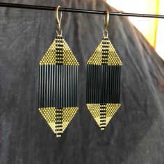 These earrings are made with Japanese Delica beads, and are roughly wide, and long. Ear wires and findings are raw brass. Bead Jewellery, Seed Bead Jewelry, Seed Bead Earrings, Diy Earrings, Beaded Earrings Patterns, Beading Patterns, Brick Stitch Earrings, Beading Projects, Bead Weaving