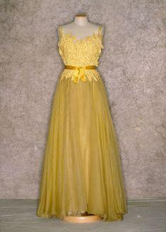 Yellow silk chiffon evening gown with layered floral appliqué bodice, ca. 1952. Tirelli Trappetti Foundation.
