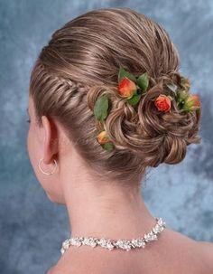 fonott menyasszonyi frizurák - fonott frizura esküvőre