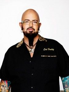 Jackson Galaxy is a champion for cats and has agreed to give us some insight into various cat litter box issues including what to do when your cat is pooping outside the litter box. Read on to learn what Jackson Galaxy taught us. Crazy Cat Lady, Crazy Cats, Jackson Galaxy, Oriental Cat, Galaxy Cat, Cat Info, Feral Cats, Cat Behavior, Healthy Pets
