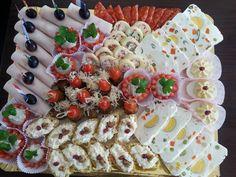 (97) Platouri decorate frumos Food Design, Food Art, Pasta Salad, Star Wars, Homemade, Ethnic Recipes, Pret A Manger, Fine Dining