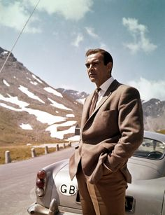 Cars: Sean Connery in Goldfinger. Goldfinger – Aston Martin Not the clearest shot of the but you know it anyway. Sean Connery, as James Bond, unleashed the tyre slashers and ejector seat in the 1964 movie Sean Connery James Bond, 007 Contra Goldfinger, Aston Martin Db5, Martin Car, I Love Cinema, Look Retro, Humphrey Bogart, Casino Royale, Classic Hollywood