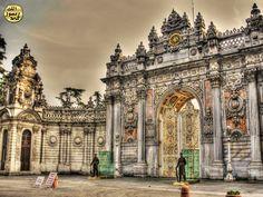 Osmanlı Mimarisi basit, kullanışlı, ince,zarif, vakur ve heybetlidir. Muhteşem saray tipi, 19. asırda Batı'dan gelerek girmiştir.
